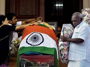 V Sasikala, the close aide of Tamil Nadu's former Chief Minister Jayaram Jayalalithaa adjusts a cloth around her mortal remains