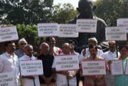 Karnataka BJP MPs protest, demanding CBI probe into the death of IAS officer DK Ravi