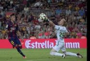 Barcelona's Neymar scores against Leon's goalkeeper Wiliam Yarbrough