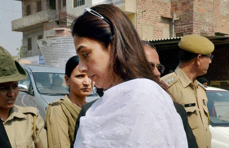 Film actress, Sonali Bendre, husband, Goldie Behl, arrives, appear, court, Jodhpur, connection, black buck, poaching, case,1998