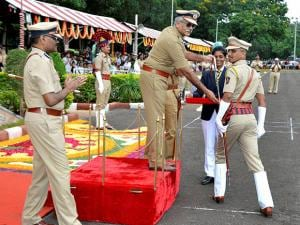 Maharashtra DGP Satish Mathur presents 'sword of honour' to Kalpesh Kumar Chavan, who was adjudged best cadet of Maharashtra Police Academy's 114th batch