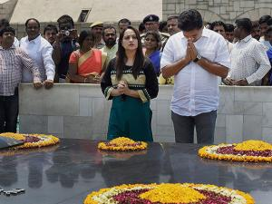 Sacked Delhi Water Minister Kapil Mishra pays tribute at Mahatma Gandhi's memorial