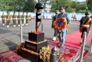 Vivek Oberoi paying homage at Amar Jawan