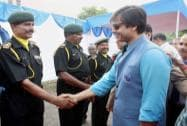 Vivek Oberoi shake hands with army officers after paying homage at Amar Jawan