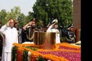 Defence Minister Arun Jaitley paying homage at Amar Jawan Jyoti on the occasion of Kargil Vijay Diwas