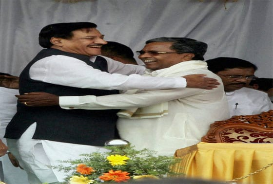 Maharashtra Chief Minister Prithviraj Chavan greets Siddaramaiah after he was sworn-in as the new Chief Minister of Karnataka