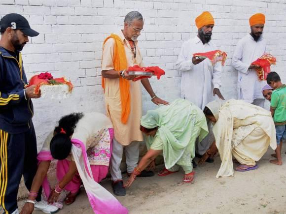 Karva Chauth 2015 Date, Karva Chauth, Karva Chauth fast, Married women