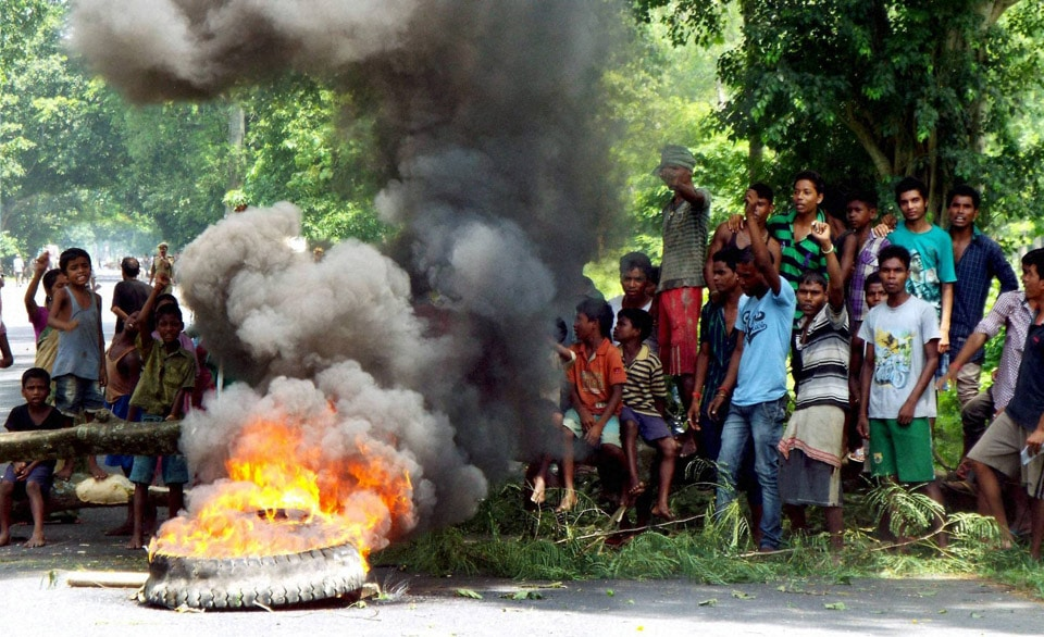 Protestors, block, National Highway 37, Geleki, Kaziranga, Assam, killing, Assamese, people, suspected, NSCN, Assam Nagaland, border