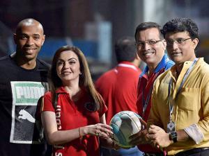 Nita Ambani and Thierry Henry and Atletico de Kolkata owner Sanjib Goenka and Sourav Ganguly
