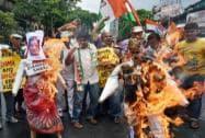 Congress activists burn effigy of Sushma Swaraj over Lalit Modi controversy