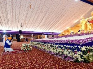 Narendra Modi offers prayers during 350th birth anniversary celebrations of Guru Gobind Singh