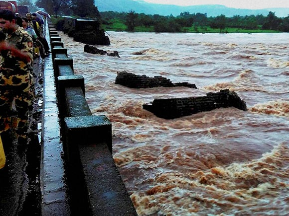 Mahad, Mahad-Poladpur bridge, Savitri river, Mumbai-Goa highway, Raigad district, flood waters