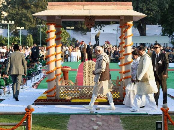 Prime Minister of India, Mahatma Gandhi, 67th death anniversary,  prime minister narendra modi, Narendra Modi, President Pranab Mukherjee, Vice President Hamid Ansari, , Congress President Sonia Gandhi, Defence Minister Manohar Parrikar, Manmohan Singh ,