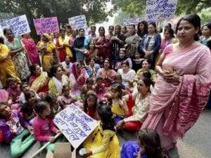 Mahila Congress challenges Delhi government at Jantar Mantar
