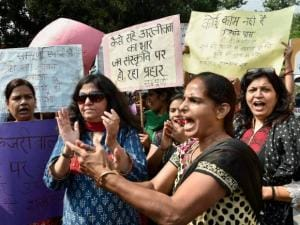 Women protesting against Delhi Government