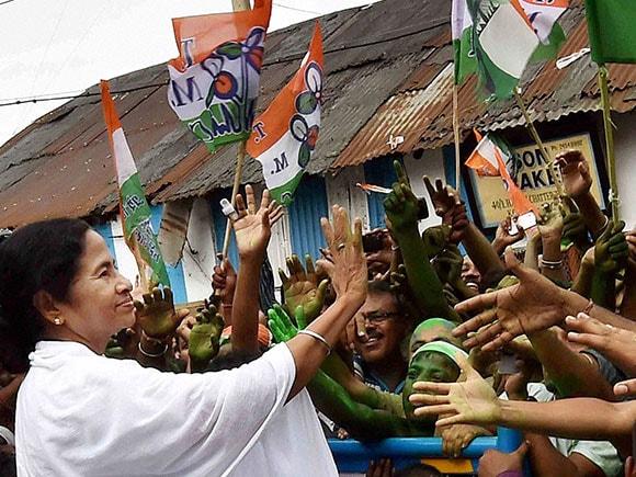 Mamata Banerjee, TMC, CPIM, Kharat, West Bengal Assembly Elections 2016, West Bengal Assembly Elections, West Bengal Elections, Elections in West Bengal, West Bengal Election 2016, West Bengal Elections Result, West Bengal Elections News, West Bengal Elections Update