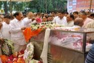 Arun Jaitley pays his last respect to Munde