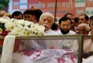 Mohan Bhagwat pays his last respect to Munde