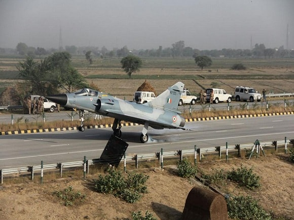 Yamuna Expressway, Indian Air Force, Mirage, Mirage 2000 Landing, Highway Airstrip, Autobahn, Hitler, Second World War, India, Pakistan