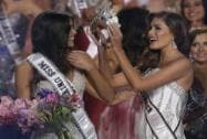 Reigning Miss Universe Gabriela Isler, right, crowns the new Miss Universe, Paulina Vega of Colombia in miami