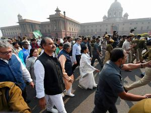 protest march towards Rashtrapati Bhavan over demonetisation issue