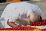 Narendra Modi pays his respects at Rajghat