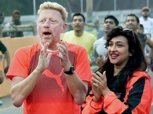Rituparna Sengupta and Tennis legend Boris Becker clap to encourage the participants during 'Kolkata 25K run' in Kolkata