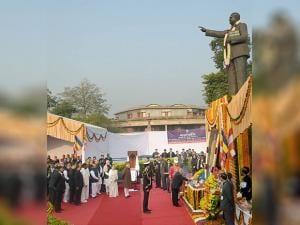 President Pranab Mukherjee paying tributes to Bhim Rao Ambedkar