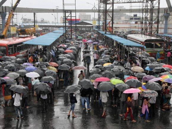 Mumbai Rains, Water Logging, BMC, Uddhav Thackeray, Shiv Sena, Devendra Fadnavis, IMD, Trains, Central Railway, Harbour Line, Western Railway, Mumbai, Dadar, Vashi, Parel, Byculla, Mazagaon, Mahim, Santacruz, Juhu, Vile Parle, Worli, Sion, Chunabhatti, Andheri, Kurla, Borivali, Dahisar, Jogeshwari