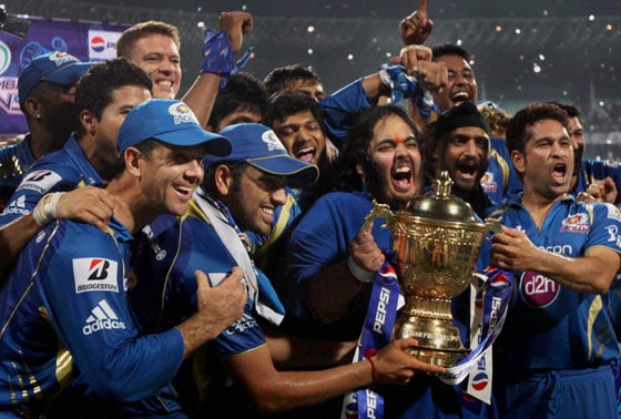 Mumbai Indians players jubilate with the trophy after winning the IPL 6 final match against Chennai Super Kings at Eden Garden in Kolkata