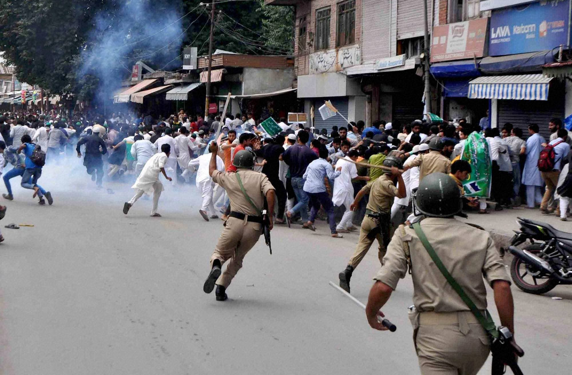 Police fire, teargas, shells, disperse protesters, demonstrating, against, Israeli attacks, Gaza, Anantnag district