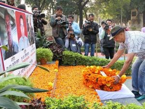 Nana Patekar pays tributes to soldiers who lost their lives in cross-border firing during a visit to BSF's Paloura camp