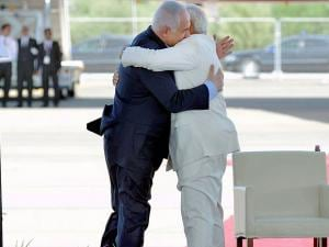 Narendra Modi right and Israeli Prime Minister Benjamin Netanyahu  during welcome ceremony