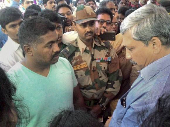 Manohar Parrikar, Colonel Santosh Mahadik, Santosh Mahadik, Army Jawan Santosh Mahadik, Terrorists, Colonel Santosh Mahadik who Died Fighting Terrorists, Col Mahadik who died fighting terrorists
