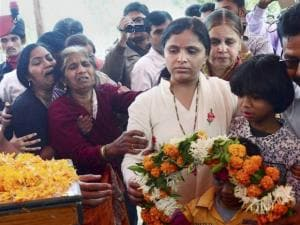 Wife, mother and other family members paying floral tributes at the mortal remains of Colonel Santosh Y Mahadik