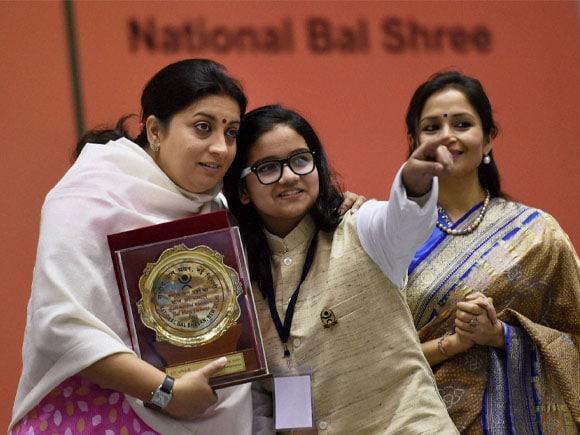 Union HRD Minister of India, Smriti Irani, National Bal Shree Honour 2011 & 2012, Shreehari Ramadas, Santlal Pathak, Preeti Panigrahi