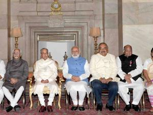 President Pranab Mukherjee, Vice President Hamid Ansari, Prime Minister Narendra Modi and other dignitaries pose with the recipients of Padma Vibhushan at the Padma Awards 2017