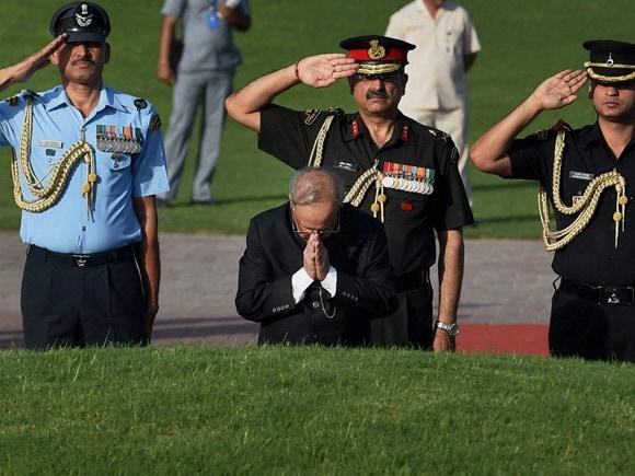 Nehru, Nehru Death Anniversary, 51st death anniversary, President of India, Pranab Mukherjee, Shanti Van, New Delhi
