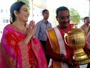 Nita Ambani, owner of Mumbai Indians IPL cricket team,  visits Dwarka temple