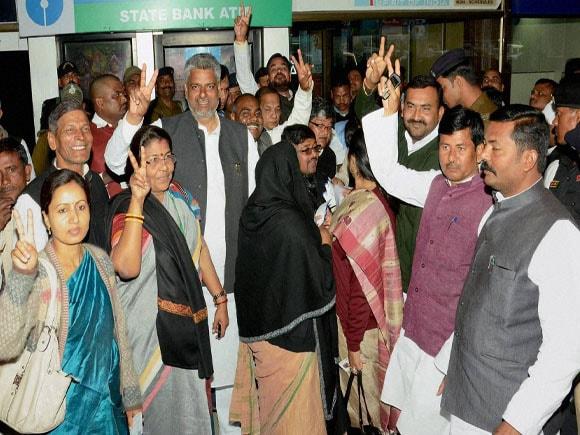 President  of India,  Pranab Mukherjee,  Nitish Kumar,  Bihar CM,  Jitan Ram Manjhi, Narendra Singh, Vinay Bihari
