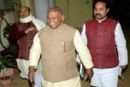 Nitish Kumar in Delhi to parade supporting MLAs before President Pranab Mukherjee