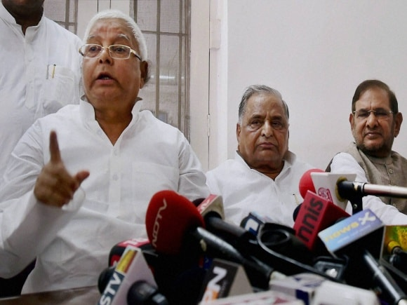 Bihar Election, Mulayam Singh Yadav, Lalu Prasad Yadav, Sharad Yadav, Janata Parivar, Samajwadi Party, JDU, RJD, Press Conference, New Delhi