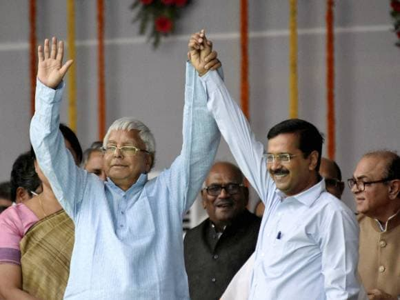 Nitish Kumar, Arvind Kejriwal, Nitish Kumar shapath vidhi, Nitish Kumar Swearing, Gandhi Maidan, Bihar Election, Bihar Election Result, Bihar Election Polls, Mahagathbandhan, RJD, JD(U), BJP, NDA, Congress