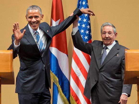 Obama Raul Castro, Raul castro, Obama Castro Handshake, President Obama, Obama Raul Castro handshake, Raul Castro Meeting with Obama, Cuban president, America Cuba relations, America Cuba,America Cuba Embargo