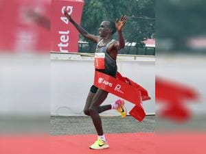 Eliud Kipchoge of Kenya won the men's race of Delhi Half Marathon 2016