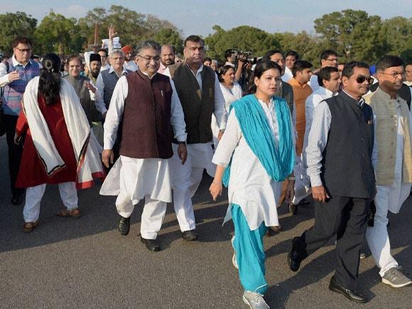 Jyotiraditya Scindia, Deepender Hooda, Raj Babbar, Sonia Gandhi, Manmohan Singh, Pranab Mukherjee