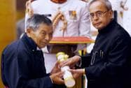 President Pranab Mukherjee presents Padma Shri to Chewang Norphel (Ladakh's Glacier man) during Padma Awards 2015