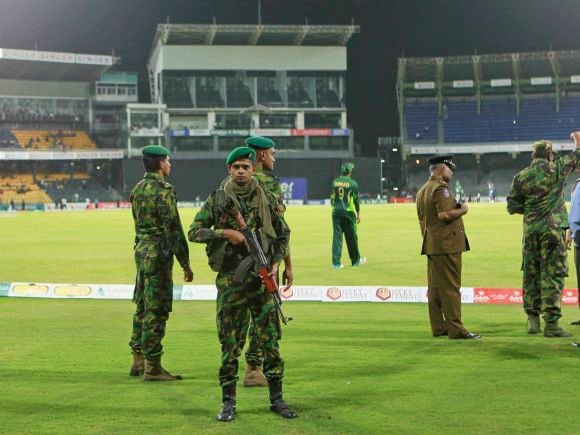 Police Commando, Angelo Mathews, Dilshan, Yasir Shah, Azhar Ali, Mohammad Hafeez, Ahmed Shehzad, Anwar Ali, Kaushal, Sharfraz Ahmed, Sachith Pathirana, Pakistan, Sri Lanka, Colombo, Cricket, 3rd ODI, ODI, International Cricket Match