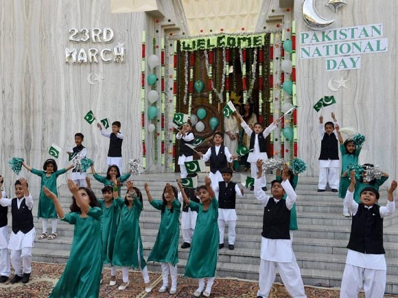 Pakistan, Pakistan National Day, Children Perform, 75th Pakistan Day, India