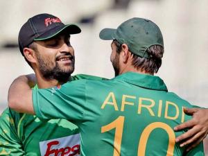 Bangladeshi cricketer Tamim Iqbal and Pakistan's Captain Shahid Afridi exchange greetings during ICC T20 World Cup match at Eden Gardens